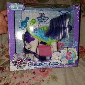 NWT Ella color change horse
